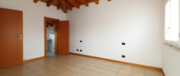 Appartamento su 2 livelli in vendita a Corte Franca ( Q45 )