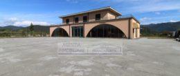 Ampio negozio in vendita a Rodengo Saiano ( N12 )